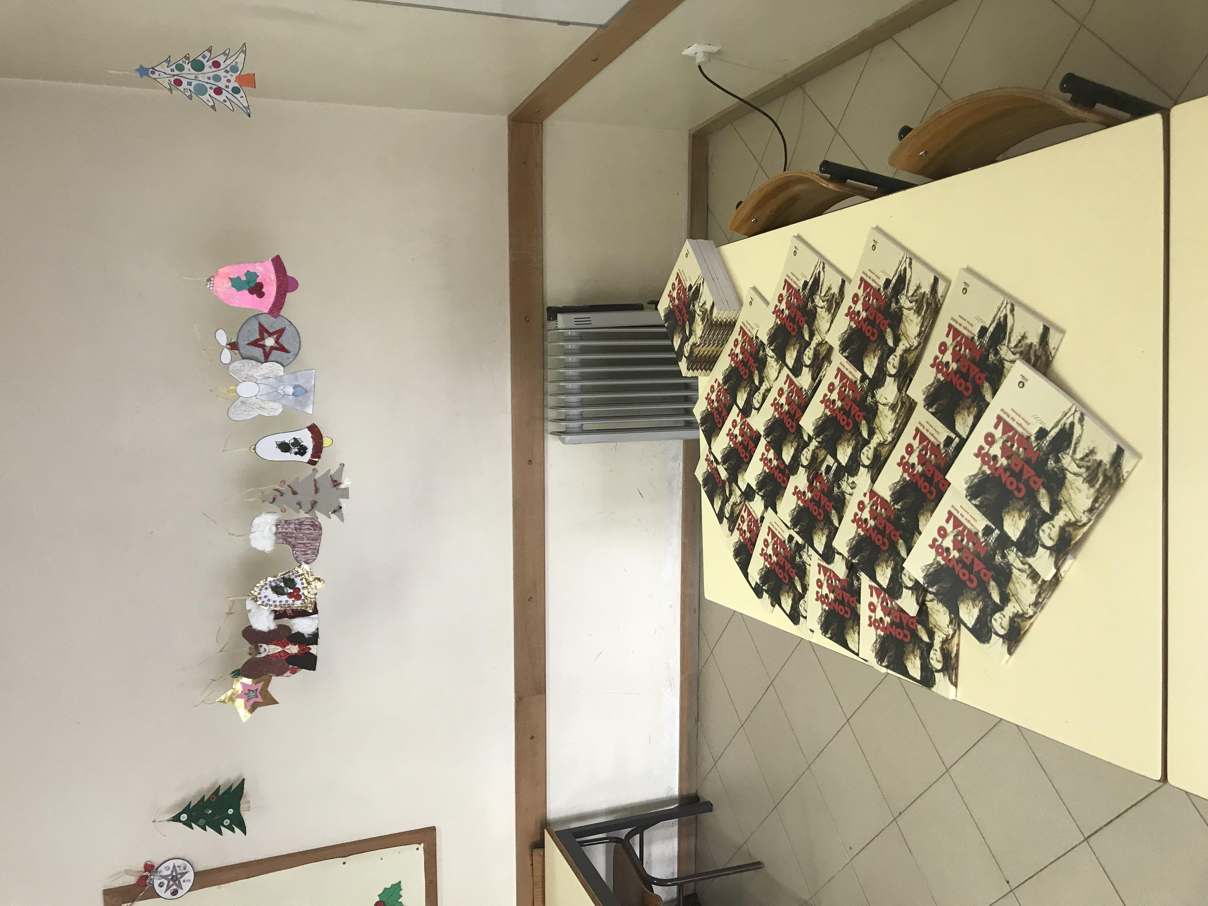 Na escola EB1 de Cabeçudos, apresentação do conto de Francisco Ferreira, co-autor de CONTOS PARA O NATAL, antologia de contos de Natal, Editorial Novembro.